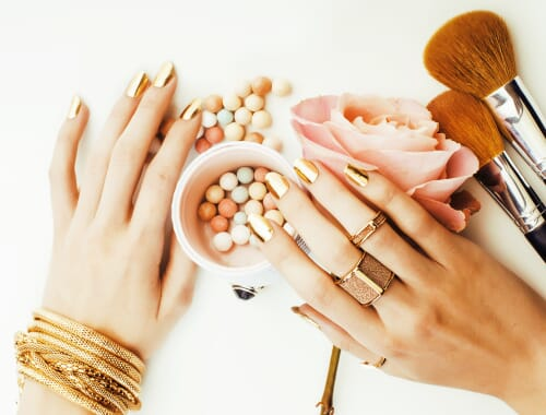 white background jewelry photography vs lifestyle product photography advantages and disadvantages