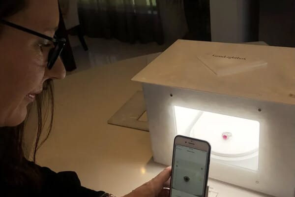 sonia giggins with the gemlightbox