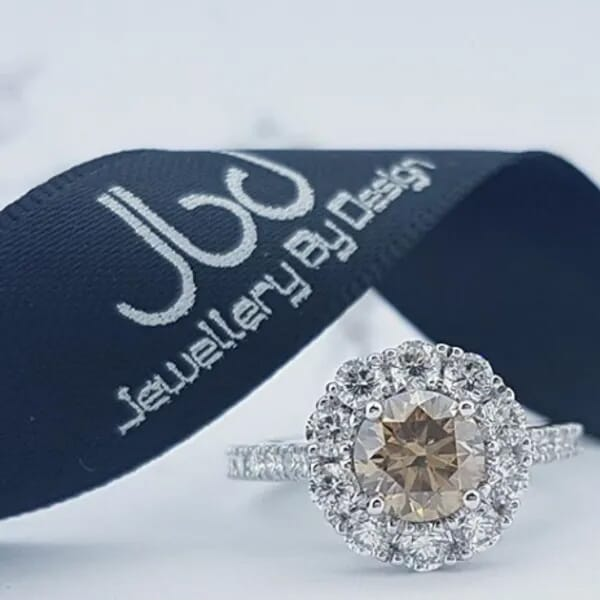a branded shot using the GemLightbox for jewelry e-commerce