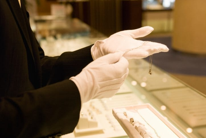 how to enhance the jewelry retail experience