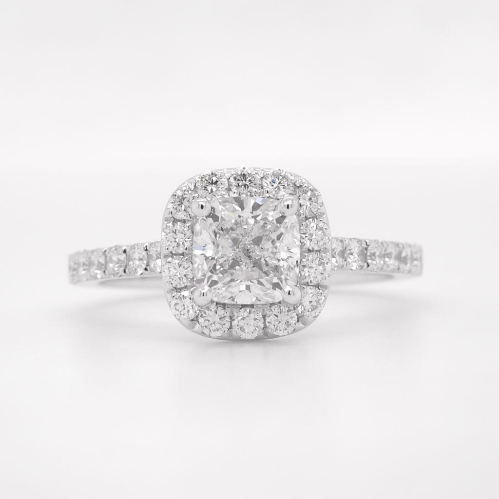 How to photograph a diamond ring - Before retouching -DSLR camera